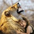 Inimene ja metsik loodus teineteise embuses: illustratiivse tähendusega pilt (Foto: Pixabay / Sarah Richter)