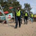Eriolukord 2020. aprillis. Mupo ja noorsportlased Stroomi rannas mängu-ja spordiväljakuid kontrollimas