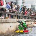 DELFI VIDEO: Tartu Emajõgi ujuvatest ja uppuvatest veesõidukitest tulvil! Vaata, kuidas edenes paadiralli ruubiku kuubikul ja ninja'del