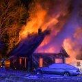 Viljandimaal põles lahtise leegiga elumaja.