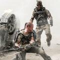 """Tuim värk: """"Elüüsium"""" sisaldab küll efektseid stseene, nagu Matt Damoni mängitud peategelase Max Da Costa võitlus palgasõdur Krugeriga, kuid see ei aita muuta naeruväärselt ettearvatavat filmi tuumakamaks."""