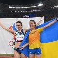 Maria Lassitskene ja Jaroslava Mahutšihh Tokyos poseerivad medalivõitjatena.