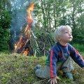 Arvatakse, et jaaniööl on tuli ja vesi sõbrad ning ühendavad oma jõud.