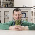 RETSEPTID | Roman Zaštšerinski õpetab: 14 viisi, kuidas sparglist köögis imelisi roogasid välja võluda