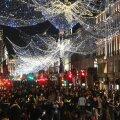 Londoni elanikud said üleeile teha oma viimased jõuluostud, sest pühapäevast alates jäid lahti ainult hädatarvilikud poed.