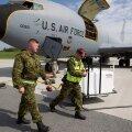 """Для участия в учениях на авиабазу Эмари прибыл транспортный самолет ВВС США, вечером подлетят """"Бородавочники"""""""