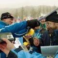Teinekord reageerib sportlane ebakohasele küsimusele füüsiliselt. Kristina Šmigun-Vähi udjab kommikarbiga ajakirjanikku.