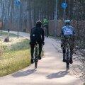 Mihkel Räim ja Steven Kalf sõitsid heategevusliku rattasõidu ümber Saaremaa. Rattasõit on toetuseks Kuressaare haiglale