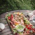 RETSEPTID | Toitvad, värvikirevad ja tervislikud salatid piknikule või grillpeole