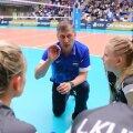 Andrei Ojamets sai tänutäheks võrkpallinaiskonna EM-ile viimise eest kinga.