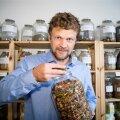 Rene Bürkland ütleb, et Eesti looduses on olemas kõik taimed, mida meie tervisele vaja. Praegu ongi tal käsil nende laiem uurimine ja kaardistamine.