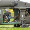 Langevarjuhüpped Black Hawk UH60 helikopterilt, Nurmsi lennuväljal