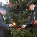 Tallinna linnapea Mihhail Kõlvart ja Tallinna praost Jaan Tammsalu süütasid esimese advendiküünla.