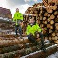 Tori Sawmilli asutajad, vennad Reigo (vasakul) ja Roald Orm. Uus saeveski töötleb puitu, mis varem läks kütteks või tselluloosiks.