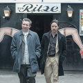 Bruce Robertson (James McAvoy) ja ta sõber Bladesey (Eddie Marsan) teevad filmis meeleoluka reisi Hamburgi Reeperbahnile.
