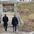 Valimised tulekul: Kristiines järsku betoonblokkidega suletud jalakäijate tunnelit käisid uurimas kõrged linnaametnikud