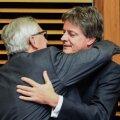 Eurovoliniku ametist lahkuv Jonathan Hill (paremal) koos komisjoni presidendi Junckeriga