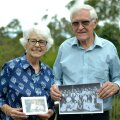 Austraalias elava Hardy Roseni eesti vanaisa Karl Romm juhtis 1920-ndatel Päevalehe tsinkograafiat. Hardy ja Joan oma Sydney kodu rõdul, käes Rommide perepildid.