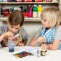 Herta ja Jakob otsustasid teha oma emmedele täiesti uutmoodi kaardid. Selleks õppisid nad mullitehnikat, mis pakkus vaatemängulisi hetki.