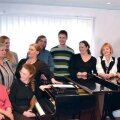 Enamik Rapla Muusikakooli õpetajaid on saadud seekord ühele pildile. Märts 2012. Foto: Rapla Muusikakool