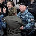 VIDEO: Moskvalased kardavad rubla kursi kukkumise tõttu rahutusi