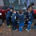 Jalgpallipoisid tutvuvad Top Gear Awards autodega