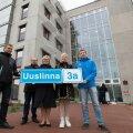 5. oktoobril olid õpetajate kodus pea kõik maja heaks töötanud ametnikud (vasakult): Martin Siimer (projektijuht), Priit Pärtelpoeg (linnavaraameti juhataja asetäitja), Eha Võrk (abilinnapea), Einike Uri (linnavaraameti juhataja) ja Oliver Eglit (elamumaj