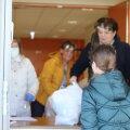 ФОТО И ВИДЕО   В школах Таллинна в пятницу выдали почти 19 тысяч продуктовых наборов
