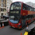 Kahe korrusega buss mulluses Londonis.