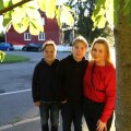 Kaire poegade Lennarti ja Evertiga kodutänaval.