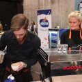 """VIDEO: """"Latte Art Throwdown"""" võistlusel maalisid baristad piimaga kohvile eriskummalisi kujutisi"""