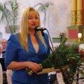 Linna teenetemärgi pälvinud Inge Angerjas tänusõnu ütlemas.