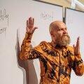 Alexander Bard sai 1990ndatel tuntuks muusikuna, kuid alates 2000ndatest on ta Rootsi üks hinnatumaid filosoofe ja futurolooge, kelle nõuandeid on küsinud isegi Eesti ja Rootsi valitsused.