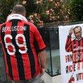 Milani ja Berlusconi fänn juunis haigla ees, kus ekspeaministrit ravitakse