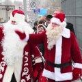 """ФОТО и ВИДЕО: """"Нас ждет дружба!"""" На соединяющем Эстонию и Россию мосту встретились Санта-Клаус и Дед Мороз"""