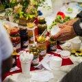 Olustvere hoidisemessil jagus sööjaid, maitsjaid ja uudistajaid kõigi toodete juurde.