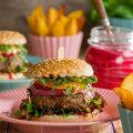 RETSEPTID | Kodused käsitööburgerid — õndsuse tipptase! Vaata, millised lisandid teevad burksist tõeliselt hõrgu maitseelamuse