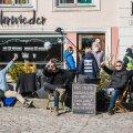 Politsei ja terviseamet Kehrwiederi kohviku ees
