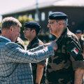 Министр обороны вручил медали французским солдатам, несущим службу в Тапа
