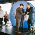 Lauri Toomsalu võtmas vastu Maanteeameti liiklusohutuse auhinda.