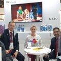 Dubai messil kogunesid jäätisesõbrad ikka eestlaste boksi. Pildil on Royce Foodsi direktor Ravinder S. Sokhi, Rein Viilu ja Kai Lehe Revalast ning Lu-Lu jaeketi esindajad.