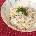 Pисовый салат с крабовыми палочками