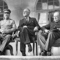Vasakult: Joseph Stalin, Franklin D. Roosevelt ja Winston Churchill 1943. aastal Teherani konverentsil Vene saatkonna ees (Foto: Wikipedia / USA sõjavägi)