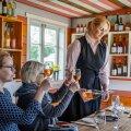 Hindreku turismitalu perenaine Tuuli Klementa korraldab Eesti Veini Kambris degustatsioone ning müüb Eestis toodetud käsitöösiidreid ja -veine. Soodusaktsiis aitaks neid huvitavaid tooteid paremini tutvustada ning turundada, samas toetaks ka Eesti väiketootjaid.