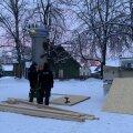ФОТО | Скандальный памятник Яаку Йоала закрыли фанерой
