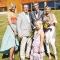 Pappelite pere (vasakult): tütar Elle-Mari, Indrek, poeg Oliver, abikaasa Jane ja esireas pesamuna Hele-Riin.