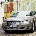 Umbes selline Ilvese uus uhke ametiauto ongi. Ainult et mitte kuldne, vaid must.