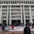 VIDEO ja FOTOD | Kõrgõzstanis tungisid meeleavaldajad parlamendihoonesse ja vabastasid vangistusest endise presidendi
