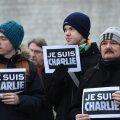 В новой карикатуре Charlie Hebdo уподобил катастрофу A321 половому акту