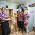 Sandwich Bari omanikud Aita Johanson (vasakul), Richard Johanson ja Kairit Tang koos ettevõtte kõige esimese võileivaga Peremees, mis on siiani oma algse kuju ja mekiga menüüs.